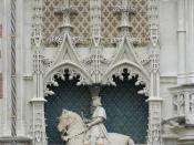 Equestrian statue of Louis XII above the portal of the château de Blois Français : Statue équestre de Louis XII dessus le portail du château de Blois