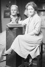 English: American sculptress Sally James Farnham (1869-1943)