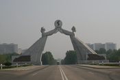 English: A Statue depicting the Reunification of Korea, located in Pyongyang, Democratic People's Republic of Korea (North Korea)