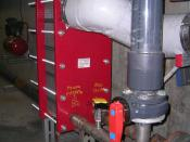 English: An interchangeable plate heat exchanger applied to the system of a swimming pool Italiano: Uno scambiatore di calore a piastre intercambiabili applicato all'impianto di una piscina