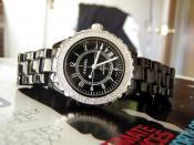 English: A Chanel watch. Español: Un reloj de pulsera Chanel. Français : Une montre Chanel.