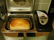 English: Making bread in bread machine.