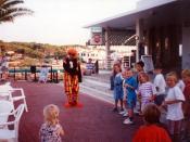 English: Francis performing his Bobo The Clown party in Cala Blanca, Menorca Español: Francis reperesentado a Bobo el Payaso en una fiesta infantil en Cala Blanca, Menorca