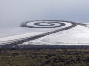 English: Spiral Jetty from atop Rozel Point, in mid-April 2005. עברית: צילום של