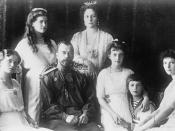 English: The family of Tsar Nicholas II of Russia. Left to right: Grand Duchess Olga, Grand Duchess Maria, Nicholas II, Alexandra, Grand Duchess Anastasia, Tsarevich Alexei, Grand Duchess Tatiana.