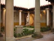 Detalle del patio columnado central de la Domus romana de Julióbriga. En él observamos un pequeño estanque donde recoger el agua de lluvia (impluvium) así como una fuente ornamental.