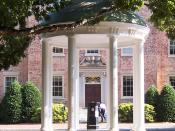 English: The Old Well in front of the South Building at the University of North Carolina at Chapel Hill.
