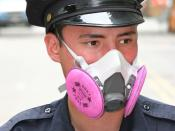English: I, Robert Swanson username: [ryssby] made this image on 7/19/07. It is an image of an NY City police officer wearing a protective half-face filter mask in the aftermath of a huge steam pipe exlposion which took place in Manhattan on 7/18/07. Requ