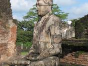 English: Buddha statue in Vatadage, Polonnawura, Sri Lanka Français : Statue du Bouddha dans le Vatadage, Polonnawura, Sri Lanka