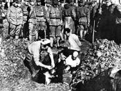 Chinese to be buried alive by Japanese soldiers during Nanking Massacre. In 2008, another photo which presents the same scene was discovered in Japan verifies its authenticityhttp://news.xinhuanet.com/world/2008-09/14/content_9989178.htm. 《日寇暴行实录》配图标题:南京寇