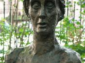 English: Bust of Virginia Woolf, Tavistock Square, London, by Stephen Tomlin. Erected in 2004, this is a cast of an original of 1931.
