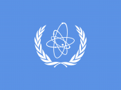 English: Flag of the International Atomic Energy Agency (IAEA), an organization of the United Nations Deutsch: Flagge der Internationalen Atomenergieorganisation (IAEO), eine Organisation der Vereinten Nationen