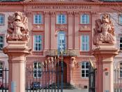 English: Entrance of Landtag of Rhineland-Palatinate, Mainz. Deutsch: Der Eingang des Landtags Rheinland-Pfalz in Mainz. Français : L'entrée du Landtag de Rhénanie Palatinat à Mayence (Allemagne)