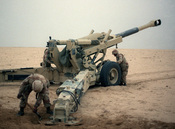 English: U.S. Marine artillerymen set up their 155 mm howitzer for a fire mission against Iraqi positions on 20 January 1991 during Operation Desert Storm.