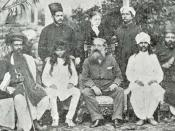 Helena Petrovna Blavatsky (stehend mitte), Henry Steel Olcott (sitzend mitte) und Damodar Mavalankar (sitzend, 3. von links) auf einem Kongreß der Theosophischen Gesellschaft in Bombay (Mumbai) 1881