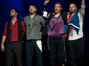 English: Coldplay taking a bow after performing in support of their 2008 tour. From left to right: Guy Berryman, Jonny Buckland, Chris Martin, and Will Champion