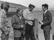 English: Harvey Milk (far right) campaigning for the California State Assembly with longshoremen in 1976 Русский: Харви Милк (справа) агитирует портовых грузчиков во время предвыборной кампании в Ассамблею штата Калифорния, 1976
