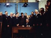English: President Lyndon B. Johnson signing the 1967 Clean Air Act in the East Room of the White House.