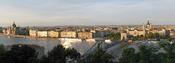 Español: Panorámica de la parte de Pest de la ciudad de Budapest con el río Danubio en primer plano.