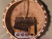 English: An Mbira Dzavadzimu in a deze, taken with an Olympus C-770 digital camera on 2005-11-11, cropped using the GIMP.