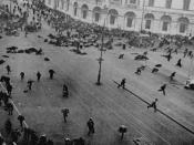 English: Petrograd, July 4, 1917. Street demonstration on Nevsky Prospekt just after troops of the Provisional Government have opened fire with machine guns. Español: Disturbios durante el fracasado alzamiento bolchevique, Petrogrado, julio de 1917. Русск