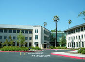 English: Buildings 21 and 22 at Sun Microsystems' headquarters campus on the former site of the Agnews Developmental Center.