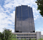 English: The Sun Life Financial Canadian headquarters in Waterloo, Ontario. This is a 3x3 stitched imaged.