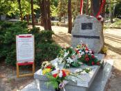 Polski: Grób pułkownika Ryszarda Kuklińskiego na warszawskim Cmentarzu Komunalnym (dawnym wojskowym) na Powązkach