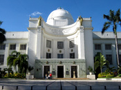 English: Capitol building of the Province of Cebu, located in Cebu City.
