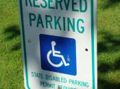 English: A sign indicating that the parking space requires a permit.