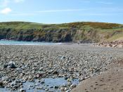 English: Aberdaron - Traeth/Beach Aberdaron is noted for low levels of air pollution; the Gwynedd State of the Environment Report in 2004 found levels of sulfur dioxide, nitrogen dioxide and carbon monoxide very low; and particulates to be low. It is one
