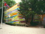 English: The Japanese Pavilion covered with coloured plastic bars at the Biennale di Venezia 1995.