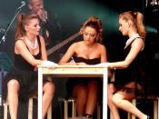 Hadise writes a letter (concert Maanrock Mechelen, Belgium)