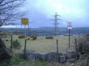 English: Barriers to entry Lots of reasons not to venture onto the hillside, near Groes-wen.
