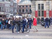 Thousands of pupils in The Netherlands are protesting against the 1040 hours norm for high schools.