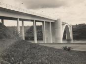 Español: El Puente de la Amistad que conecta las ciudad de Foz do Iguaçu (Brasil) con Ciudad del Este (Paraguay) en el año 1965. Archivo de la familia Unternahrer.