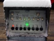 Street traffic light control panel / Уличный пульт управления светофором с включённой индикацией, Москва.