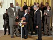 English: President George W. Bush looks up as he welcomes Shaquille O'Neal and the rest of NBA Champion Los Angeles Lakers in the East Room of the White House. Back: Samaki Walker, Jelani McCoy, Lindsey Hunter, Slava Medvedenko, Mitch Richmond, Robert Hor