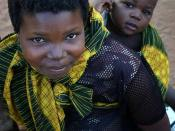 English: Makhuwa mother and child in Nampula, Mozambique Русский: Мать и дитя. Народность макуа. Нампула, Мозамбик.