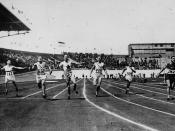 Percy Williams of Canada (fourth from left) winning a gold medal in the men's 200m. race at the VIIIth Summer Olympic Games / Percy Williams (quatrième à partir de la gauche), du Canada, remportant la médaille d'or pour l'épreuve du 200 mètres hommes, aux