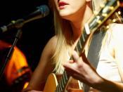 English: Ellie Goulding preforming live.
