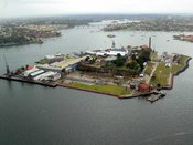 English: Cockatoo Island, Sydney, Australia. Photographed from an aircraft.