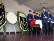 féretro de Augusto Pinochet transportado por cadetes de la Escuela Militar