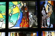 English: Stained glass window by Alois Plum depicting Edith Stein and Maximilian Kolbe.