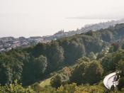 Deutsch: Blick über das Centre Dürrenmatt auf Neuchâtel und den Neuenburger See