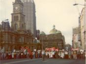 English: Spontaneous protest occupying the width of George street, Sydney, outside the Sydney Town Hall, about 6.45 p.m. on 11 November, 1975, the afternoon of the dismissal of the Whitlam Labor Government by the Govenor-General, Sir John Kerr.