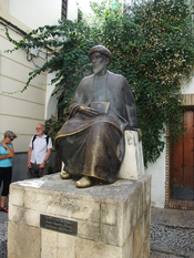 English: Memorial of Maimonides near his birthplace in Córdoba, Spain Deutsch: Denkmal des Moses Maimonides bei seinem Geburtshaus in Córdoba, Spanien