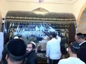 English: Men praying at Kever Rachel in Jerusalem, Israel