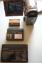 English: Shows Hi8 tape (front), miniDV tape, MICROMV tape and finally at the top a MICROMV camcorder.