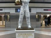 English: Statue of Apollo 13 astronaut Jack Swigert by Mark Lundeen at Concourse B, Denver International Airport.